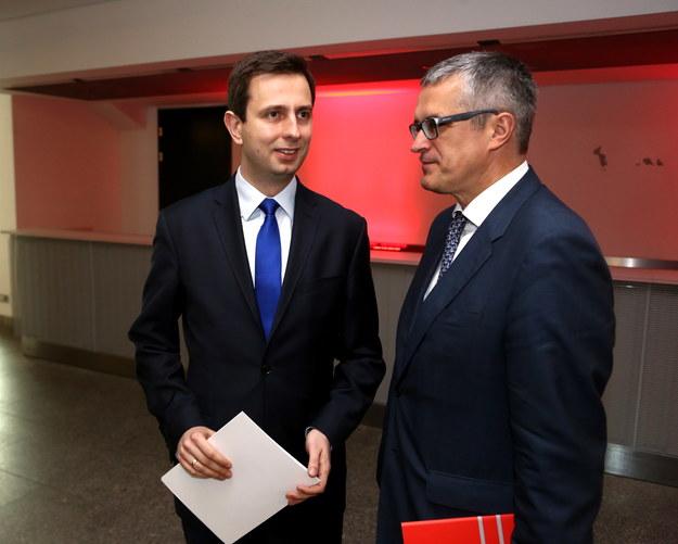 Władysław Kosiniak-Kamysz (L), minister pracy i polityki społecznej  oraz dyrektor generalny ds. zdrowia w Komisji Europejskiej Andrzej Ryś /PAP