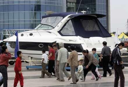 Własny jacht to standard - w internecie można znaleźć setki ofert /AFP