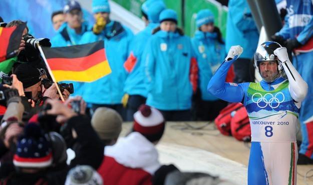 Włoch Armin Zoeggeler zdominował zawody w Park City /AFP