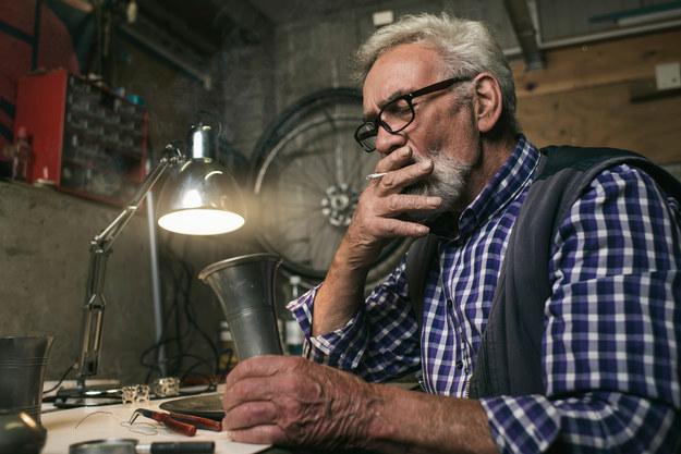 Włoch zapalił papierosa - stracił pracę! /123RF/PICSEL