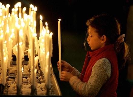 Włosi oddają się modlitwie, ale przede wszystkim biesiadowaniu /arch. AFP