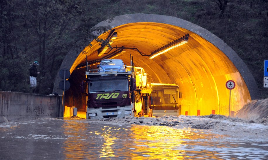 Włoska wyspa pogrążyła się w chaosie /MASSIMO LOCCI  /PAP/EPA