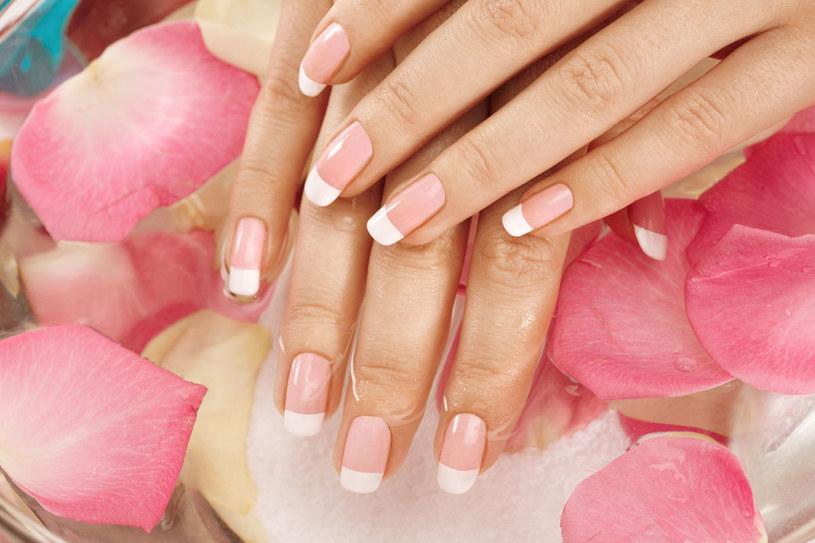 Włosy i paznokcie kochają składniki mineralne – potrzebują przede wszystkim cynku. /123RF/PICSEL