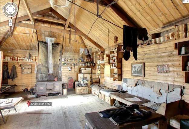 Wnętrze chaty Shackletona z wyposażeniem z początku XX wieku /materiały prasowe