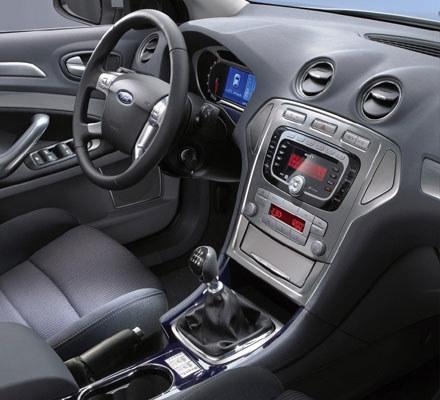 Wnętrze forda mondeo / kliknij /INTERIA.PL