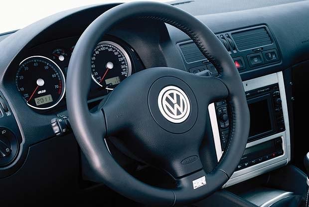 Wnętrze Golfa R32 (kliknij) /INTERIA.PL
