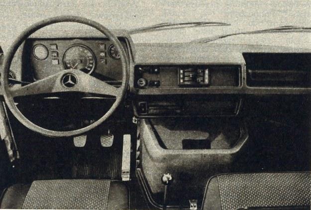 Wnętrze kabiny. Wysunięcie silnika do przodu umożliwia kierowcy łatwy dostęp do przestrzeni ładunkowej w furgonach zamkniętych, a takie wchodzenie do kabiny również i przez prawe drzwi. /Mercedes