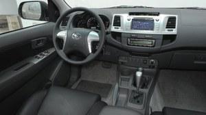 Wnętrze najbogatszej wersji SR5: ekran jest seryjny, podobnie jak tempomat i automatyczna klimatyzacja. /Motor