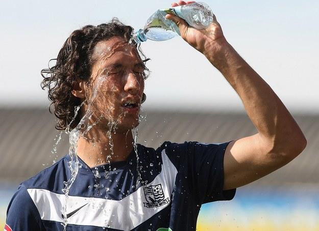 Woda jest niezbędnym składnikiem funkcjonowania naszego organizmu /Getty Images/Flash Press Media