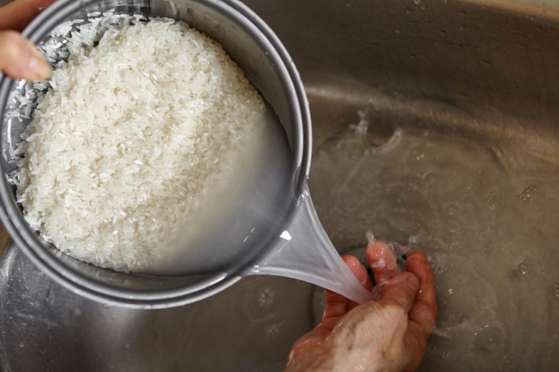 Woda po ugotowanym ryżu to doskonały kosmetyk i sposób na wiele dolegliwości /©123RF/PICSEL