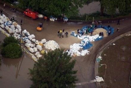 Woda wpływa do Sandomierza, fot. Bogdan Mysliwiec /Reporter