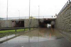 Woda zalała tunel pod rondem Grunwaldzkim w Krakowie