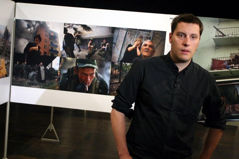 Wojciech Grzędziński na wystawie Word Press Photo 2009 /Mateusz Owsiany /East News