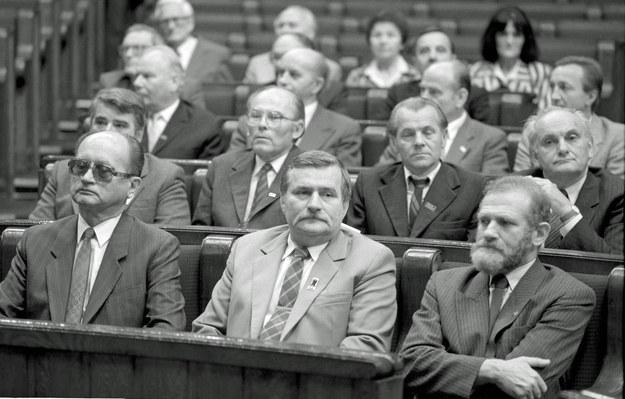 Wojciech Jaruzelski, Lech Wałęsa i Bronisław Geremek podczas inauguracujnego posiedzenia Senatu - 4 lipca 1989 r. /Aleksander Keplicz /Agencja FORUM
