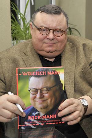 Wojciech Mann kocha radio, lubi telewizję. A jego książka szybko stała się bestsellerem /  /AKPA
