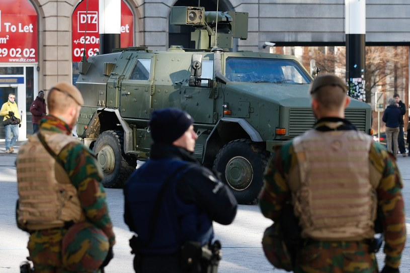 Wojsko na ulicach Brukseli /LAURENT DUBRULE    /PAP/EPA