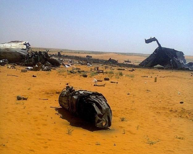 Wojskowy samolot transportowy rozbił się w niedzielę /AFP