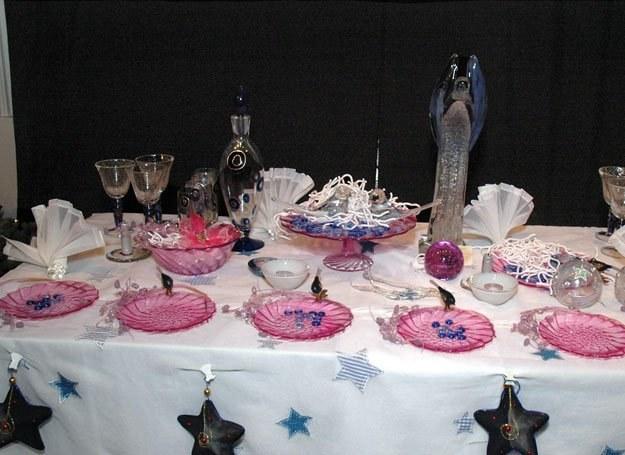 Wolne miejsce przy wigilijnym stole to część świątecznej tradycji / fot. M. Ulatowski /MWMedia
