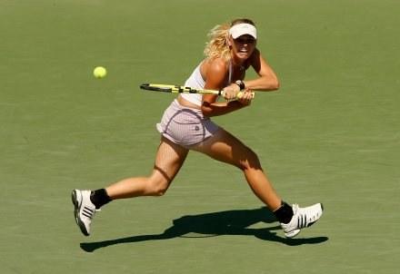 Wozniacki (na zdjęciu) wygrała z faworyzowaną rywalką /AFP