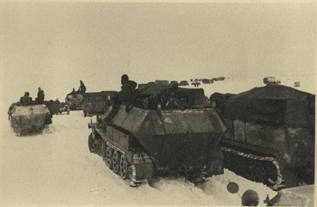 """Wozy pancerne Dywizji """"Grossdeutschland"""" w zimowej scenerii /Odkrywca"""