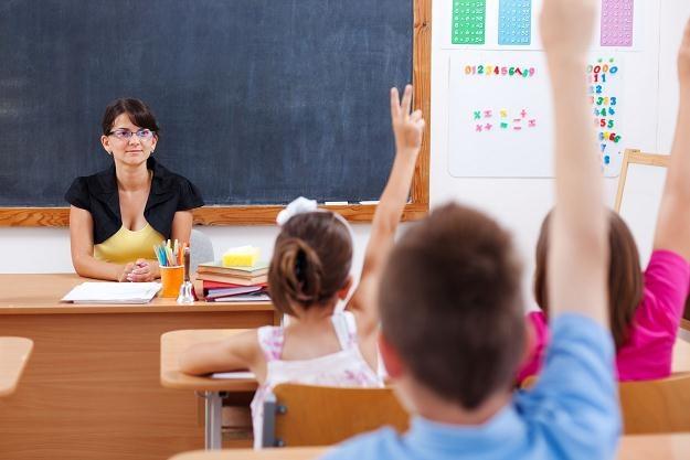 Wprowadzenie 40-godzinnego tygodnia pracy nauczycieli nie będzie się opłacało samorządom /123RF/PICSEL