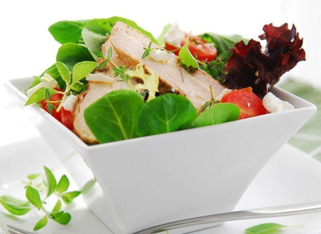 Wprowadzenie stałych posiłków nie skazuje cię jednak na długie stanie w kuchni /© Panthermedia