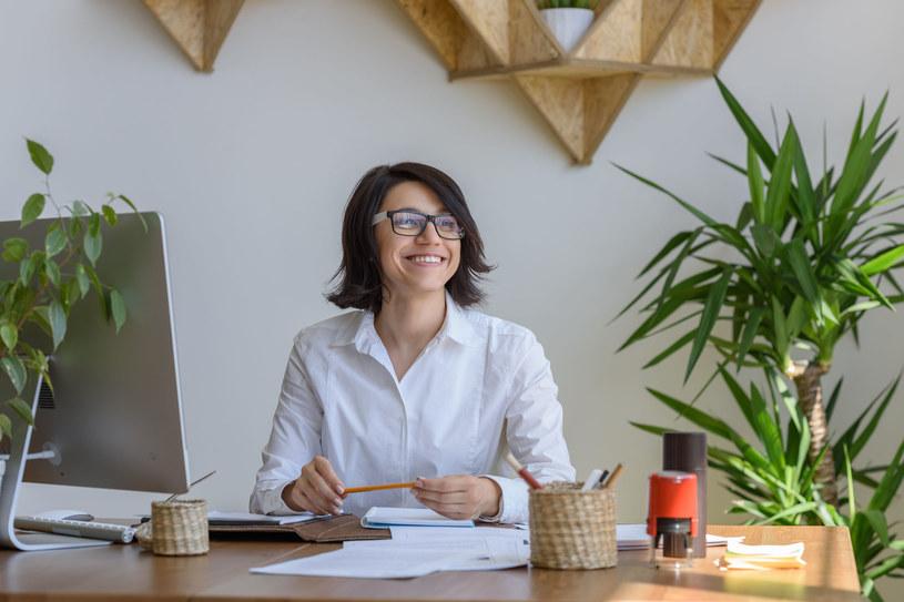 Wprowadzenie większej liczby roślin do miejsca pracy może również pomóc w radzeniu sobie ze stresem /©123RF/PICSEL