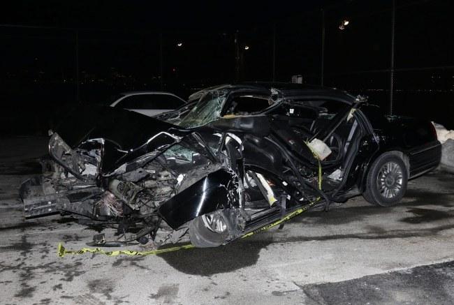 Wrak auta, którym podróżował dziennikarz /PAP/EPA/JASON SZENES  /PAP/EPA