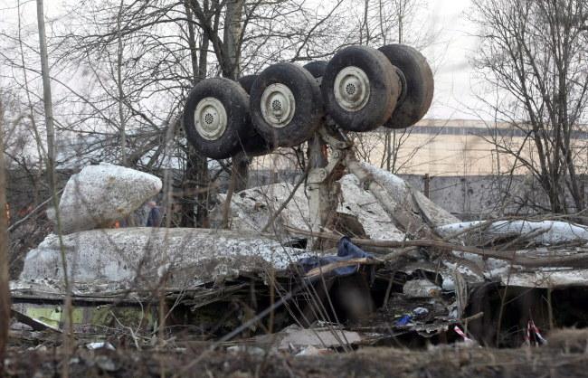 Wrak tupolewa dzień po katastrofie, zdj. archiwalne /SERGEI CHIRIKOV /PAP/EPA
