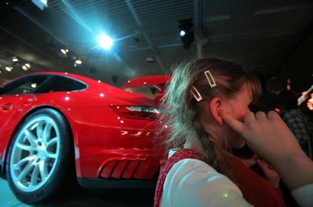 Wraz z rosnącą popularnością samochodów do roboty zabrali się spece od organizacji produkcji /AFP