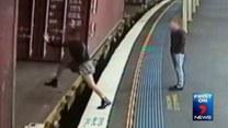 Wskoczyła do jadącego pociągu, spadła pod koła i...