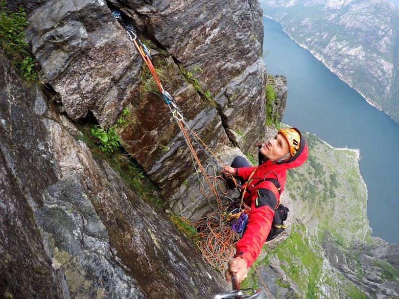 Wspinaczka na Kjerag w Norwegii. Fot: facebook.com/MarcinYetiTomaszewski /facebook.com