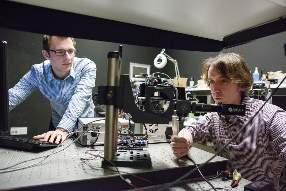 Współautorzy pracy,  David Lindell (po lewej) i Matt O'Toole /L.A. Cicero/Stanford News Service /Materiały prasowe