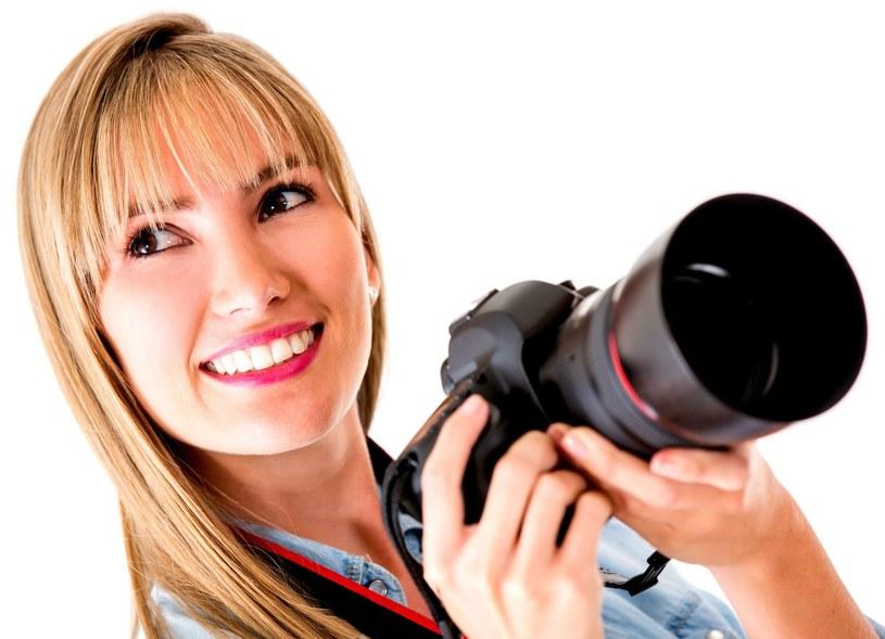 Współczesne lustrzanki to jednak nie tylko propozycja dla fotoamatorów, ale również dla miłośników filmowania /123RF/PICSEL