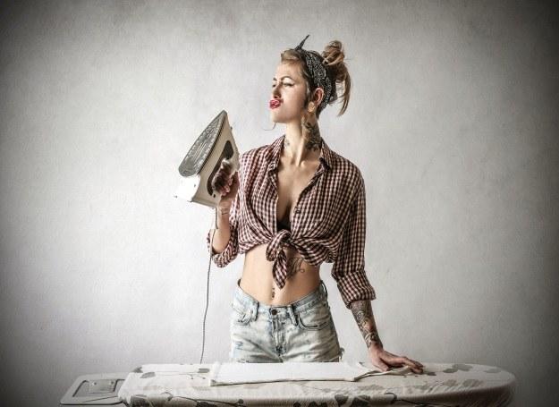 Współczesne pin-up girl kochają tatuaże /123RF/PICSEL