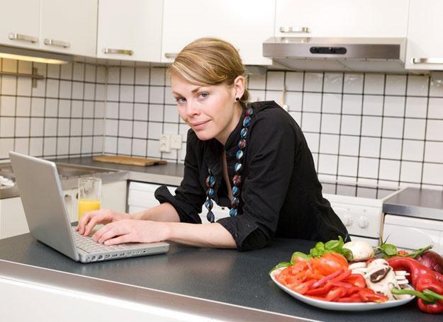 Współczesny Kopciuszek stara się połączyć pracę i obowiązki domowe /© Panthermedia