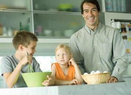 Współczesny ojciec jest w życie dziecka bardzo zaangażowany