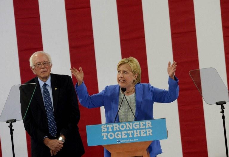 Wspólna konferencja Sandersa i Clinton /DARREN MCCOLLESTER / GETTY IMAGES NORTH AMERICA / AFP /AFP