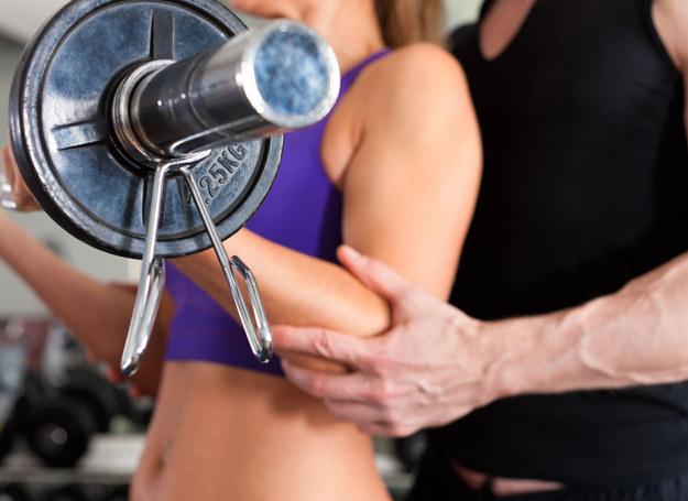 Wspólne ćwiczenia mogą być częścią gry wstępnej... /©123RF/PICSEL