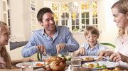 Wspólne jedzenie posiłków przy stole scala rodzinę
