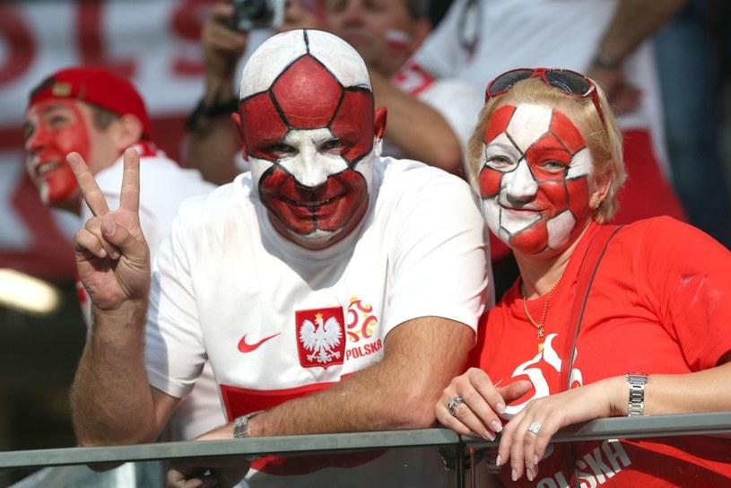 Wspólny wypad na mecz polskich piłkarzy może być niezapomnianym przeżyciem... /East News
