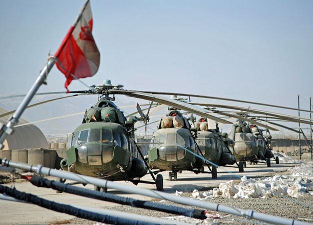 Wspomniane Mi-17 na lądowisku w Ghazni/fot. Marcin Ogdowski /