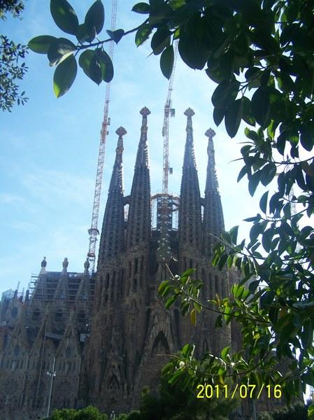 HISZPANIA - Sagrada Familia w Barcelonie ( w roku 2011 )