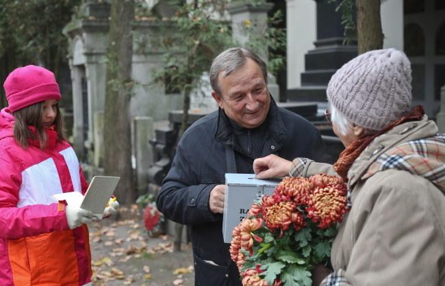 Wśród kwestujących jest m.in. aktor Kazimierz Kaczor /Rafał Guz /PAP