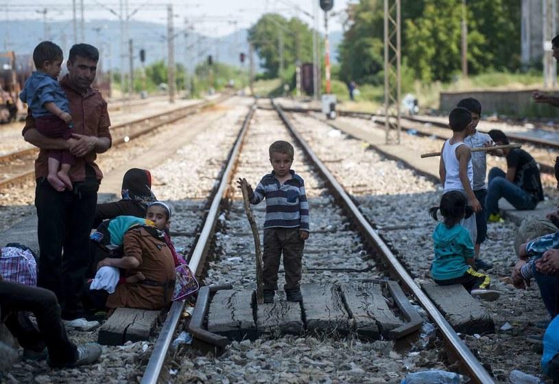 Wśród próbujących przedostać się Europy imigrantów są dzieci i osoby starsze /Robert Atanasovski /AFP