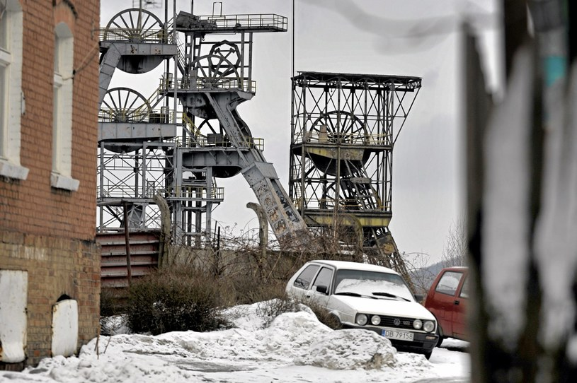 """""""Wszyscy za czymś tęsknią. Za ludźmi, którzy wyjechali, za fabryką..."""" N.z. nieczynna kopalnia, Wałbrzych /Agencja Gazeta"""