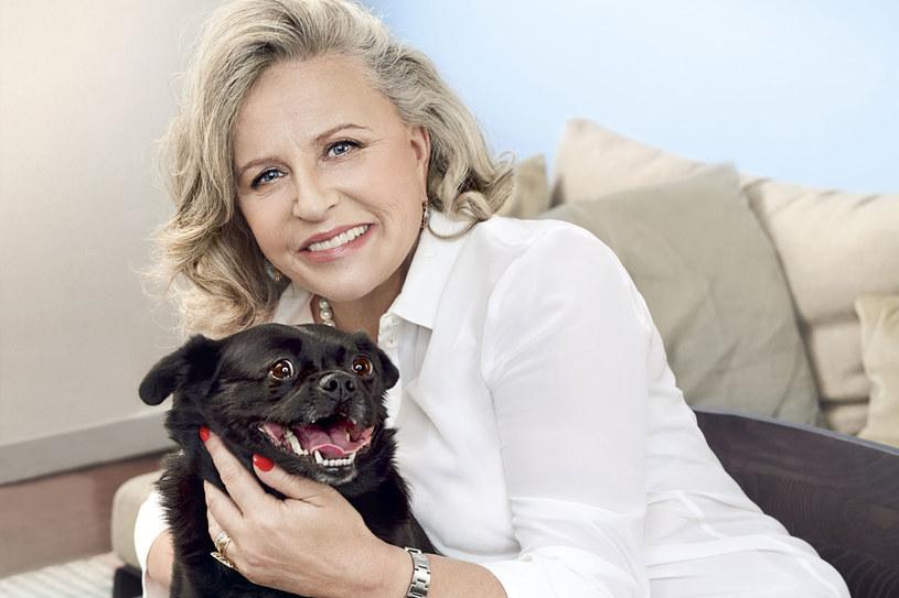 Wszystkie jej psy i koty to znajdy. Sonię przygarnęła, gdy w centrum handlowym wystawiono psy do adopcji, a brzyduli nikt nie wziął. /Iza Grzybowska/Papaya Films /Twój Styl