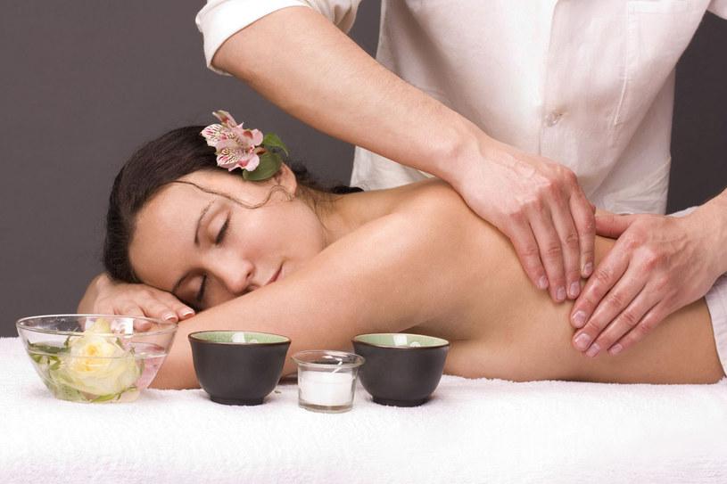 Wszystkie oliwy i olejki idealnie nadają się do masaży relaksacyjnych /123RF/PICSEL