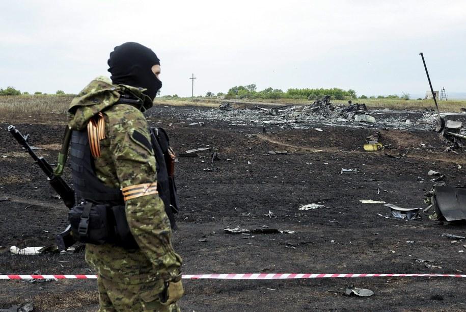 Wszystko, co dzieje się na terenie katastrofy, kontrolują uzbrojeni po zęby prorosyjscy sepaatyści /ANASTASIA VLASOVA /PAP/EPA