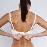 Wszystko, co kobiety z małym biustem powinny wiedzieć o stanikach